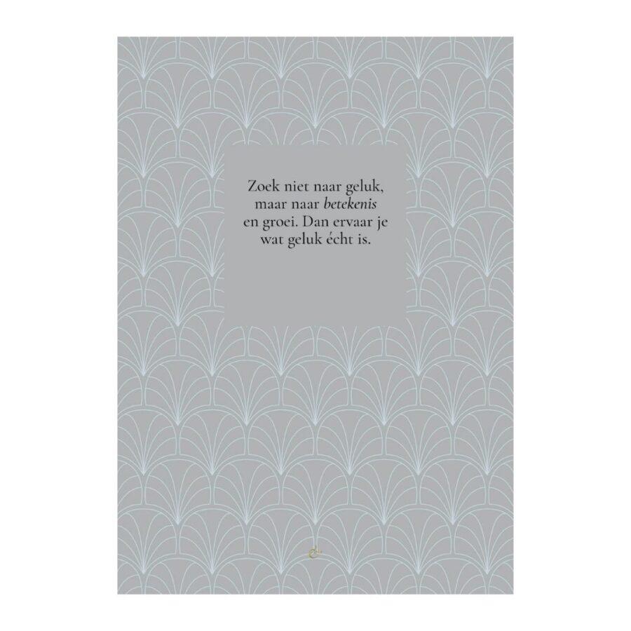 Essencio - Ansichtkaart - Zoek niet naar geluk maar naar betekenis en groei x