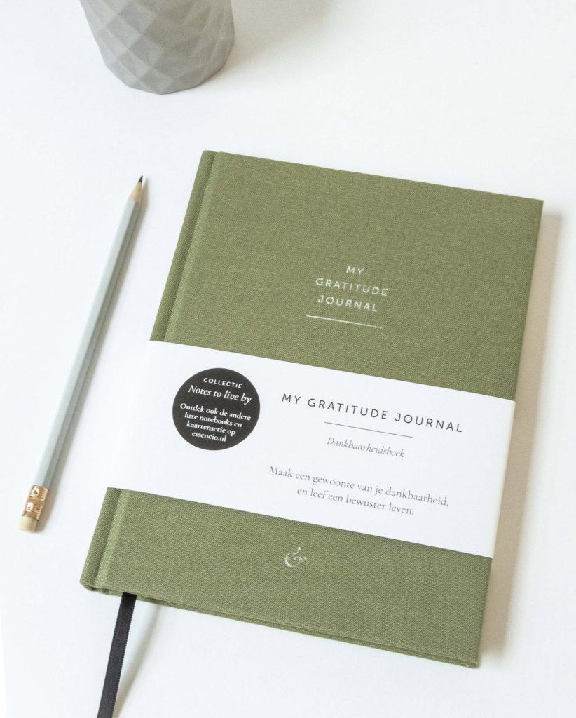 My Gratitude Journal Essencio - persoonlijk luxe dankbaarheidsboek stijlvol dankboek notebook mosgroen