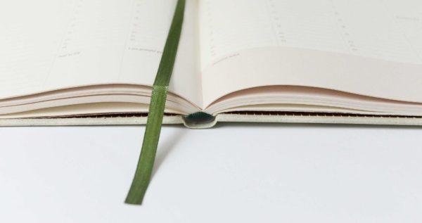 Essencio - Offline luxe - Waarom drukwerk (print) een goede keuze is voor je merk - Bureau voor content en design - Ontwerp drukwerk van luxe en stijlvolle magazines boeken bladen stationery