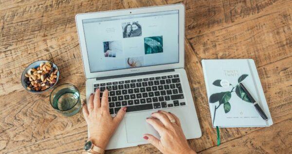 Essencio Business & Branding blog - zo creëer je een sterk en betrokken merk op social media - social posts verbinding vertrouwen ambassadeurs volgers