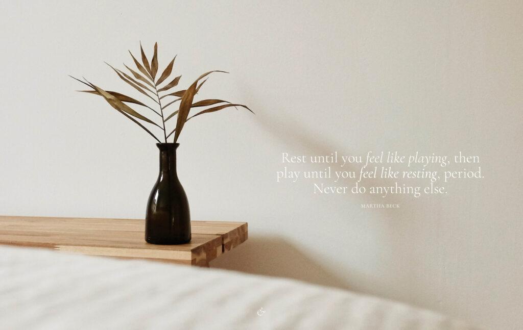 Essencio desktop wallpaper bureaublad achtergrond inspiratie rusten en spelen quote rust en speel eenvoudig minimalistisch rustig
